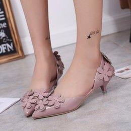 $enCountryForm.capitalKeyWord Australia - Fashion Women Flowers Decoration Slip-on Wedding Low Heel 3 cm Pointed Toe Pump 2019 Lady Sweet Work