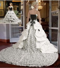 $enCountryForm.capitalKeyWord NZ - Medieval Black And White Bridal Gowns With Color Two Tones Long Train Ball Gown Gothic Wedding Dresses Strapless
