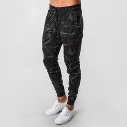 Yeni ALPHALETE Erkekler Kamuflaj Sweatpants Spor Salonları Fitness Egzersiz İnce Pantolon Moda Marka Pantolon Erkek Jogger Skinny Kalem indirimde