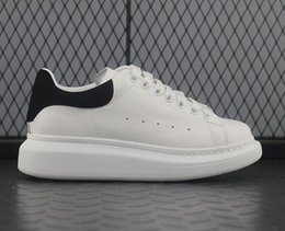 $enCountryForm.capitalKeyWord Australia - Luxury Designer Chaussures Mens Womens Casual Fitness Shoes Chaussures Fashion White Leather Comfortable Shoes Flat Leisure Sneaker