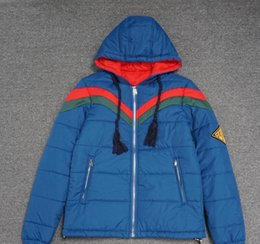 Daunenjacke für Männer und Frauen im Jahr 2020 0GUCCI Männer-Frauen-Qualität Warme Jacken-Oberbekleidung Wintermäntel 3 Farben-Größe M-XL im Angebot