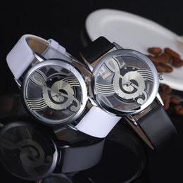 Nuevo diseño de Music Note Hollow Out Relojes unisex Correa de cuero Reloj de pulsera de cuarzo analógico Esqueleto único relogio masculino en venta