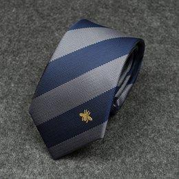 Gravata masculina 2019 novo vermelho e azul personalidade diagonal listras cor combinando padrão abelha selvagem vestido de negócios casuais