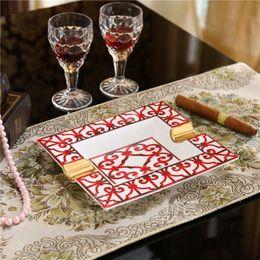 Toptan satış Klasik kırmızı Avrupa tarzı seramik küllük 2 tutucular küllük Büyük boy Altın çerçeveli Porselen Küllük eve taşınma düğün hediyesi puro