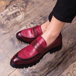 White oxford flats online shopping - 2019 Retro Elegant Formal Business Men Shoes Italian Style Oxfords Red black Comfortable Men Loafers Dropshipping