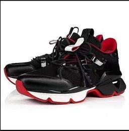 Venta al por mayor de Las 2019 últimas zapatillas Spike calcetines, suela roja con tachuelas Krystal, pisos Donna en blanco y negro de 30 mm, hombres 889604