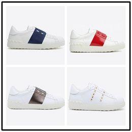 $enCountryForm.capitalKeyWord Australia - Designer Casual men women Comfort Shoe Metal Spike Sport Sneaker Casual Leather Shoes Personality Womens man Hiking Trail Walking 35-46