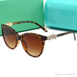 female diamond eyeglasses UK - New Cat Eye Women Diamond Sunglasses Pretty Eyeglasses Female Eyewear Fashion Sexy Ladies Gradient Sun Glasses Pearl decorative glasses feet