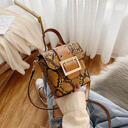 Discount korean popular handbags - 2019 new snakeskin fashion western style handbag women's bag Korean version according to the popular slung mobile p