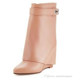 67bc7c05c024b7 2018 neue winter frauen beige rosa stiefel mode damen mittlere wade Booties  schnalle halbe stiefel keilabsatz booties frauen party schuhe