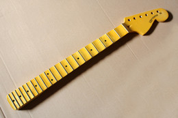 Venta al por mayor de Cuello amarillo para guitarra eléctrica con cabezal grande, diapasón festoneado, 21 trastes, 6 cuerdas, que ofrece servicios personalizados
