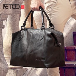 $enCountryForm.capitalKeyWord Australia - AETOO Male leather travel bag, hand-held shoulder oblique carrying large capacity travel package, business head cowhide