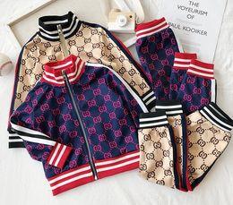 Ingrosso Marchio di abbigliamento sportivo infantili colore abbigliamento casual di contrasto di modo lettere a due pezzi all'ingrosso vestito giacca cardigan bambino casuale