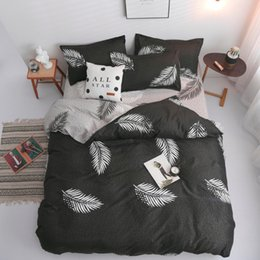 $enCountryForm.capitalKeyWord Australia - New Room decoration Black White Feather Bedding Set Bedclothes Quilt Cover Flat Sheet Pillow Cases Home Textile Bedding Set