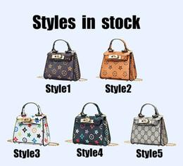 Venta al por mayor de Chicas Diseñador Messenger Bag Luxury Pattern Bolso Impresión de moda Bolsas de letras para la fiesta Actividades al aire libre Babys Kids Bag 5 estilos