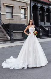 Discount feather flowers - 2019 Vintage Lace Wedding Dresses Elegant A Line Strapless Appliques Tulle Bridal Gowns vestido de novia Bride Formal Dr