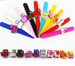 snap bands UK - Alpaca patted circle Silicone Slap Bracelet Environmental Cartoon Horse Snap Bracelet Wrist Bands Party Favor Animal Charm Band HWJ136