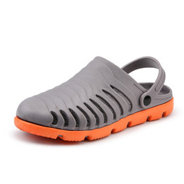 casual shoes fashion trend Canada - Men's Hole Shoes Summer Wear Slippers Trend Fashion Outdoor Sandals Personality Non-slip Sandals Casual Beach Shoes