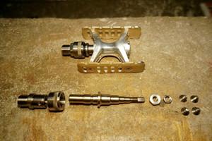 Titan Quick Release Schnalle + Spindel + Fxing Schrauben + Muttern für Fahrrad MKS Pedale Gewichtsreduktion
