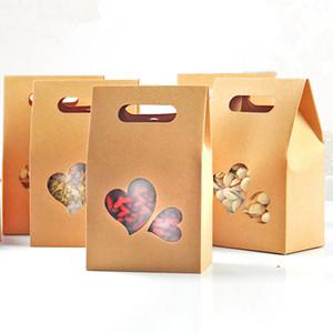 10.5 * 15 + 6cm Kraft Paper Tote Bag Confezione regalo Con maniglia Clear Heart Window Bomboniera Candy Snack Food Storage Packaging Box