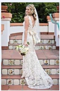 Hot Sale Sheath Lace Wedding Dresses Backless V-Neck Sleeveless Bow Sash Sweep Train Classic Bridal Gowns 2019 Custom Made