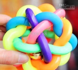Multicolor Pet Rubber Nobbly Wobbly Dog Toy Chewers Bola Elástica de Color Al Azar 20 unids / lote