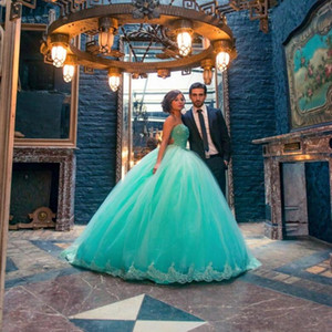 Modest Sexy Sweet 16 Dresse New Green Prom Ball Gown Tulle Lace Up lungo in rilievo di cristallo Abiti Quinceanera Girl Pageant Abiti