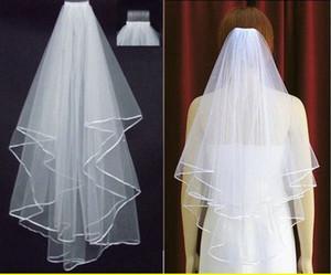 Livraison gratuite 2020 Ivory White Bridal Veils 2 couches avec peigne perles ruban bord tulle voile pour l'église de jeune mariée