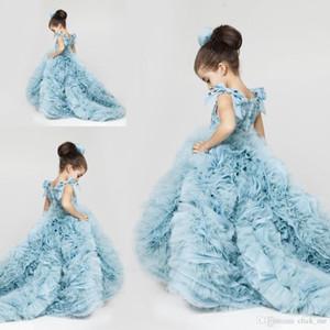 온라인 독특한 유치원 드레스 Tiered Ruffles Pleats 플로어 길이 어깨 보우 매듭 플라워 걸스 드레스 웨딩을위한 정식 가운