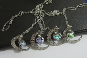 Glow Dark Jewelry Può aprire i pendenti di collana vuoti Moon Heart Pendant Light bead collana di perline luminose regalo
