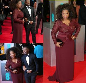 Oprah Winfrey Bordeaux manches longues robes sexy de mère de la mariée col en V Sheer Lace Sheath, plus la taille Celebrity tapis rouge robes