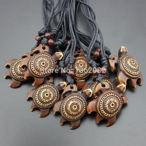 12 PÇS / LOTE Adorável Imitação Óssea Escultura Tribal Tartarugas Pingente Charme Sorte Surfing Colar de Presente MN280