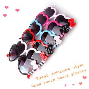 Les lunettes de soleil en forme de coeur Super mignon enfants aiment les lunettes de soleil pour les garçons et les filles enfant Bow décoration verres