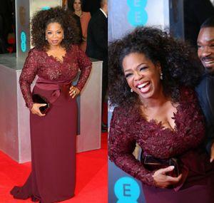 Tappeto rosso Plus Size Borgogna Oprah Winfrey Guaina Scollo a V Manica lunga Pizzo Top Sweep Train Abito da sera per donne grasse
