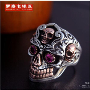 925 Sterling Thailand Silver Skeleton Ring Red Zircon Retro Hombre Anillo Delicado Royal Court Style Superficie 3.1cm Peso 25g Anillo de boda