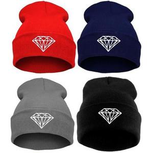 حار بيع الشتاء قبعة كاب قبعة صوف محبوك الرجال النساء قبعات القبعات الماس التطريز skullies بيني الدافئة للجنسين شحن مجاني
