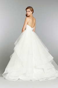 2018 New Arrival Long Sweetheart Neckling Wedding Gowns Tulle Strapless Tiered Skirts Ball Gown Ruched Bridal Dresses