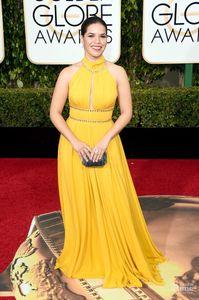 73a Golden Globes Awards America Ferrera Collo alto giallo Tappeto rosso Celebrità Abiti da sera Abiti da cerimonia con perline