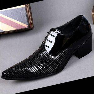Nuovo 2016 marchio italiano Black Fashion Mens scarpe da sposa Oxfords in vera pelle Mens Dress Shoes scarpe a punta Business Shoes
