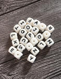 100 UNIDS Beads Alfabeto de Silicona 12mm BPA Grado Alimenticio Letras Masticar Granos para la Dentición Collar DIY Chewelry Bebé Teethers