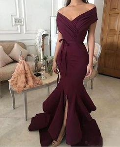 Ruffles Örgün Akşam Parti Giyim Cheap ile 2018 Basit Zarif Burgonya Kapalı Omuzlar Denizkızı Gelinlik Modelleri Kat Uzunluk Yan Bölünmüş
