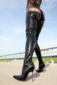 Wonderheel Sıcak aşırı yüksek topuk 12 cm metal topuk seksi fetiş stiletto patent uyluk yüksek çizmeler kadınlar seksi crotch ...