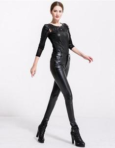Женщины осенью и зимой в Европе и новые качественные товары обтягивают модный показ высокой талией на молнии на ногах из кожи штанов. S - 3xl