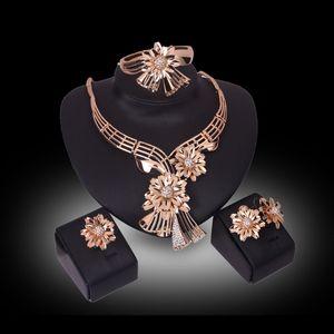 Design de mode Femmes Plaqué Or Cristal Fleurs Forme Pendentif Colliers Bracelets Boucles D'oreilles Anneaux Bijoux De Fête Ensembles
