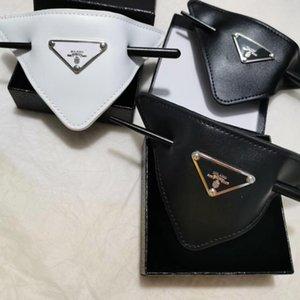 Mujeres cubren la horquilla triángulo con los accesorios Sello Negro cuero blanco Carta de pelo de la horquilla de moda de alta calidad