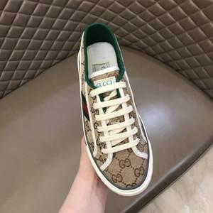 İyi Tasarımcı Womens Lüks Tasarımcı ayakkabılar mavi, kırmızı, mavi Gerçek Deri Sneaker casual ayakkabı siyah beyaz boyut 35-44 RD769 çizgili ace