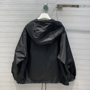 2020 년에 밀라노에 활주로 코트 후드 롱 소매 패널 브랜드 같은 스타일로 트렌치코트 여성 디자이너는 코트 0422-8