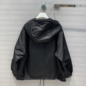 2020 Milán Pista abrigos con capucha de manga larga con paneles Marca mismo estilo Trench Coats Coats diseñador de las mujeres 0422-8