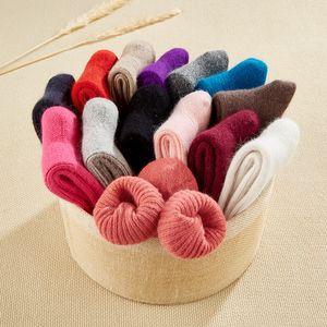 Las muchachas grandes gruesos calcetines de lana de conejo sólido Adolescente invierno caliente del otoño engrosamiento de cordero calcetines de lana térmica dulce Llanuras del calcetín M554