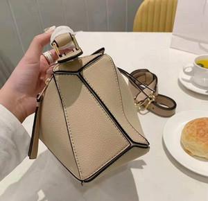 Designer Lady Square Borse portano Croce Body Bag Temperamento Female Classic Pianura del sacchetto di mano di alta qualità 2020 sacchetto crossbody